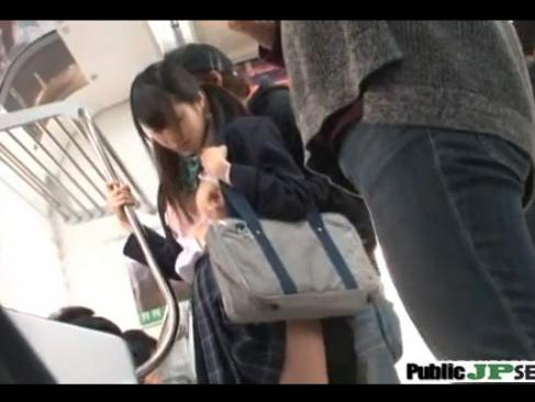 紺ハイソの女子校生を電車内で美乳揉みまくり痴漢し放題