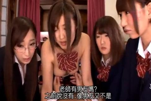 Hが大好き制服美少女とセクシーな女教師が男のチ○コに群がって逆レイプ