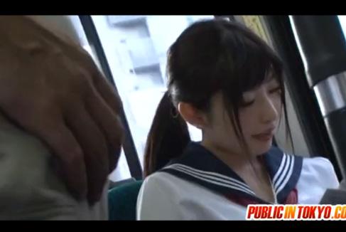 こんなかわいいセーラー服の美少女女子校生が変態オヤジに目を付けられて…バスの中で鬼畜レイプ