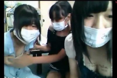 《ニコ生 神回!》美少女女子校生3人組がノリで配信!リスナーからのエロ要求に笑顔で応じるwww