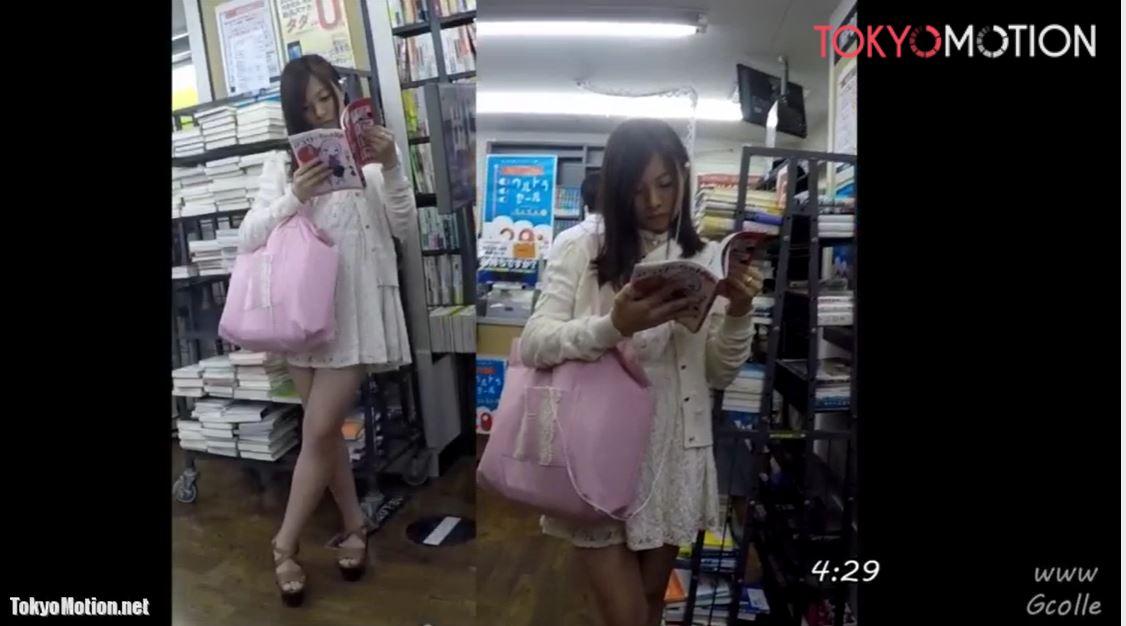 《美人さんパンティ逆さ盗撮》書店で立ち読みするミニワンピの美女の白パン