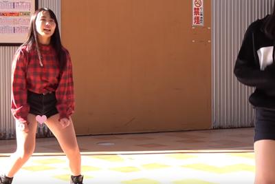 【文化祭 パンチラ】ムチムチ太ももの美少女ダンス部JKが激浅ショーパンの隙間から純白パンツがww 問題のシーン1:21