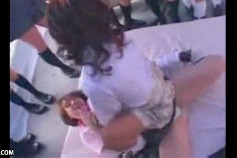 【女子校生レズ動画】制服にルーズソックスの女子校生ギャル達が野外で大乱交