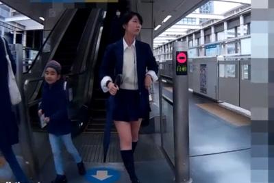 《女子校生 パンチラ盗撮》黒髪ショートカットの制服女子校生がミニスカートでおいしそうな太もも見せつけて来たからスカートめくって逆さ撮り決めたった♪