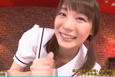 《鈴村あいり×制服》「こんなにビンビンだよ?♪」淫語を囁きながら主観カメラで制服女子校生がローション高速手コキ!