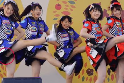 【アイドル パンチラ】AKBの横山由衣のはみ出した生パンツが4K高画質で撮られちゃった♡ 問題のシーン1:05~