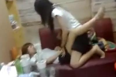 Hに興味津々なアジアの女子校生が女友達と疑似レズHにストローチ●ポにみたててフェラの練習ww