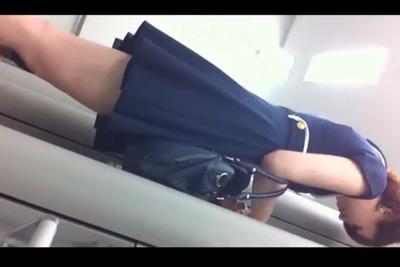《盗撮》激カワギャルのパンツを逆さ撮り!ATM→スーパーまで追いかけ執念のパンチラ撮影ww