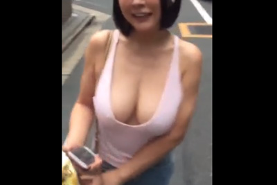 「やばい、乳輪出てたww」爆乳JK彼女のハプニングを撮った奇跡の動画ww