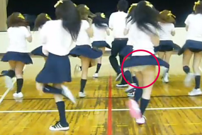 【文化祭 パンチラ】パンツが見えてる事に気づかずダンス練習をYoutubeにUPしてしまったJKww 問題のシーン3:28~