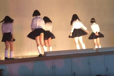 【文化祭 パンチラ】ロングスカートで油断?全校生徒の前で生パンツ披露してしまったJKの悲劇ww 問題のシーン3:44