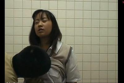 《個人撮影》アイドル系JKと路地裏フェラ抜き♪多機能トイレで生ハメ2回戦突入♡