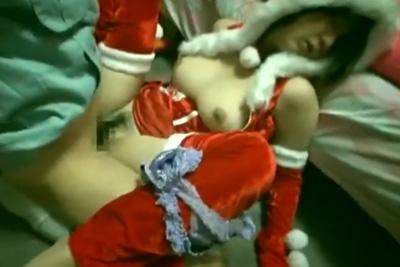 サンタコスしたJKの妹を昏睡レイプしながらハメ撮りする鬼畜兄貴の映像がスマホから流出
