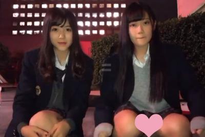 【TikTok パンチラ】美少女JKミニスカ制服で座って踊った結果→そりゃパンツ見えちゃうよww