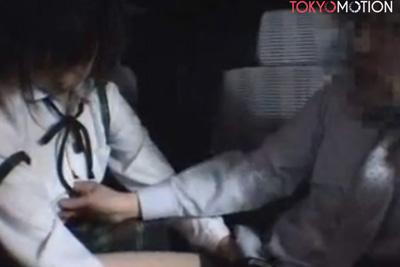 《個人撮影》ガチ感えぐいw女子校生を車内に連れ込みフェラさせそのまま口内射精するハメ撮り円光映像