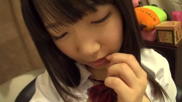 可愛すぎるだろ…。A〇Bに居てもおかしくない美少女JKがオナニー生配信♪ 愛須心亜