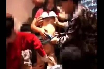 《※個撮 観覧注意※》新入生歓迎会で酔わせた女の子を集団レイプ!ニュースにもなった激ヤバ映像