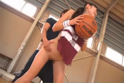 【桐谷まつり】押しに弱い女子部員が先生のセクハラに抵抗せず、そのまま犯されおっぱいボールを揺らしながら腰を振るww