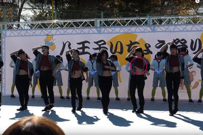 文化祭で激しいダンスを披露したJKの衣装がめくれあがり見えちゃいけないものが見えてる件www