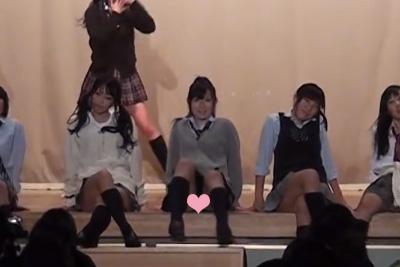 【文化祭 JKパンチラ】なんちゅーえろいダンスだww全校生徒の前でM字パンツを見られてしまった美少女JKww 問題のシーン3:43