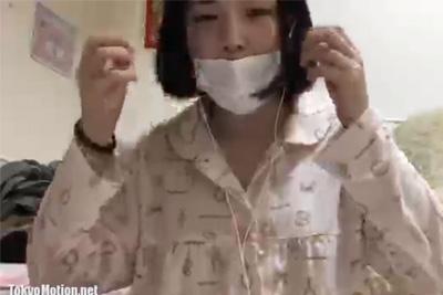 《ニコ生 神回!》女子校生がブラを脱いで乳首をコリコリチクニー始める♡