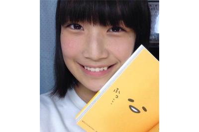 《着エロ》笑顔が可愛いアイドル朝比奈恋ちゃんがマイクロビキニで恥ずかしすぎる四つん這いww