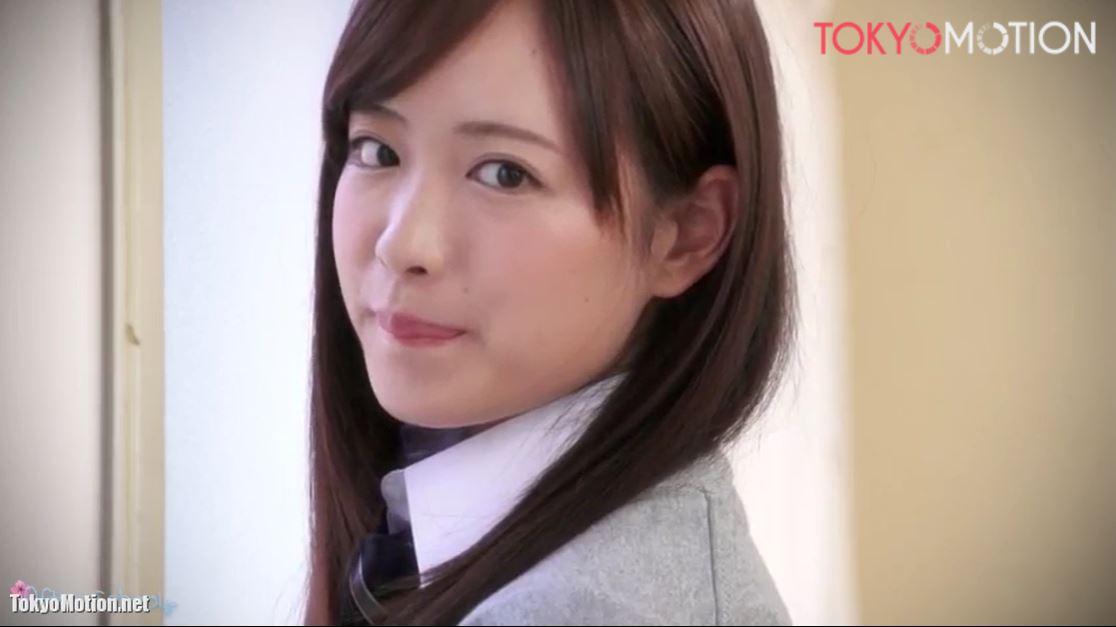 《SSS級美少女JKパンチラ》超激カワ制服JKが色々なパンチラを披露する