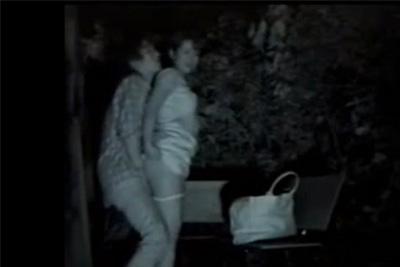 《素人》「すごい穴場だね♪」人目の少ない公園を見つけた女子校生がテンション上がってそのままハメた青姦を盗撮ww