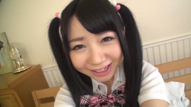 笑顔でフェラするお菓子系美少女JKの小さなお口に口内射精したったww あゆな虹恋