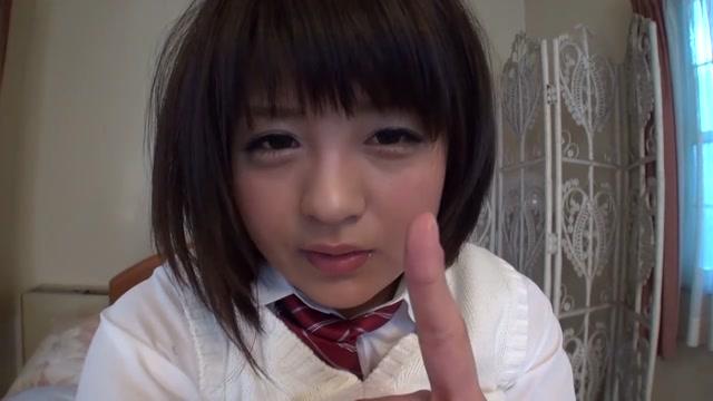 「この指入れるね///」めちゃかわ美少女JKが指の根元までマンコに入れるセルフ手マンオナニー自撮り♪ 桜木郁