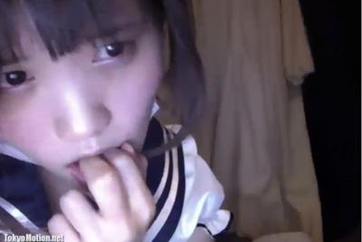 《ライブチャット》松岡茉優似の女の子が指をえっちく舐め舐めしながら電マオナでイキ狂う♪