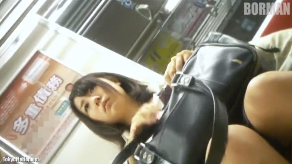 《超SSS級美人女子校生》顔だけみてるだけで良いですww~エスカで盗撮♪