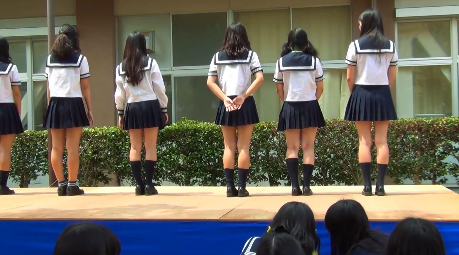 《女子校生リアルダンス》エロじゃないけどみてしまう美少女シリーズ『セーラー服JKのダンス』♪