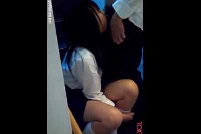 《女子校生 ハメ撮り》セフレの同級生に校内でフェラさせる