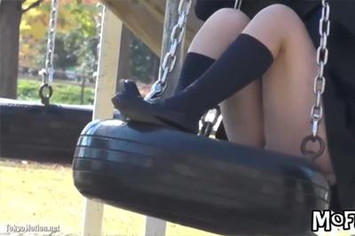 ②【盗撮】パンダじゃなくてパンツが見れる公園w遊戯で遊ぶ女子校生を見ながらシコシコに会いに行きたい