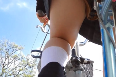 《盗撮》パンツを見たければ自転車にカメラを設置すればいい!エジソンでも思いつかなかった圧倒的盗撮方法ww