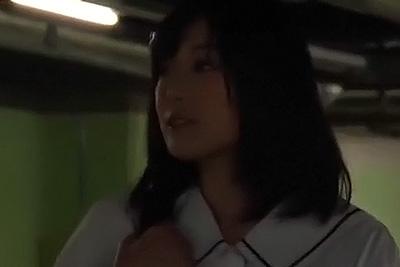 ある日、色白で美人な転校生がやってきた。真面目そうに見える彼女、実は円光を繰り返す問題児だった・・。