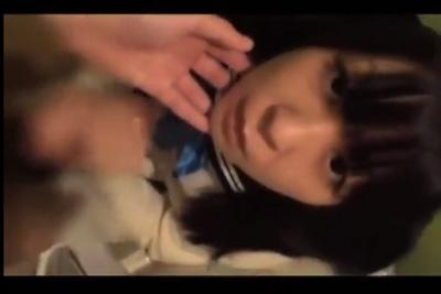 【個人撮影】めっちゃ可愛いロリ女子校生のたどたどしい両手包み込み手コキがリアルでたまんねぇw