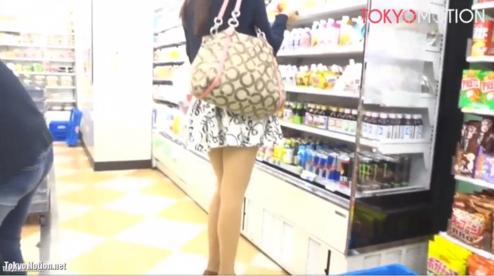 《モデル系美女パンティ逆さ》『すらっとした細くて綺麗な脚』スタイルもいい美人さんのパンティを逆さ撮影♪