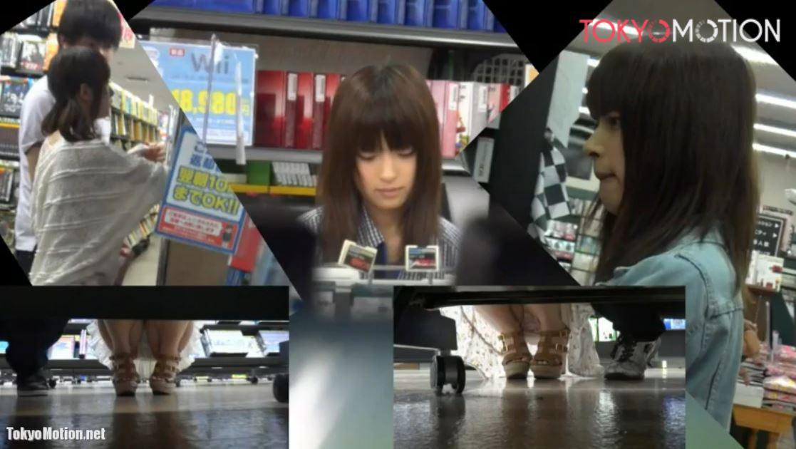 《SSS級美少女パンティ前から&逆さ盗撮》『激カワ!隣にいるのは彼氏か?マジ羨ましいww』DVDレンタル店でパンティ撮影♪