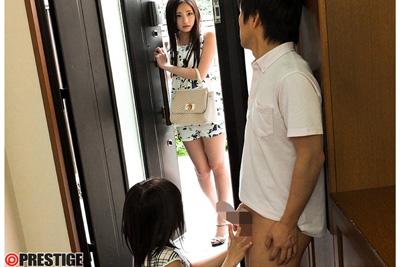 【桃谷エリカ】玄関で妹カップルのフェラ現場を目撃した姉が発情して姉妹3Pするww