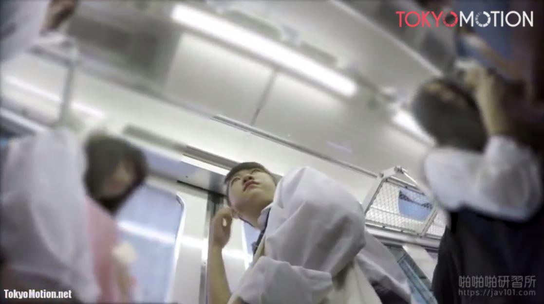 ※早期削除注意※《女子校生リアルパンティ逆さ盗撮》『電車で制服JKのホワイトパンツ撮影』