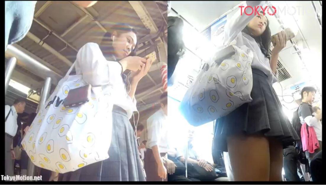 《女子校生リアルパンティ逆さ盗撮》『顔撮影あり』美少女JK電車来た時に『ラッキー』パンティ撮影♪