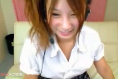 【ライブチャット】EガールズAm〇似の美少女が制服姿でチクニー♡色白美乳で声も可愛いとか反則ww