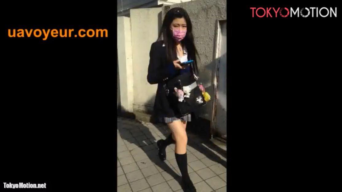 《女子校生リアルスカートめくり盗撮》『エスカレーターでJKの背後に近寄りUPスカート』数人のパンティ撮影♪