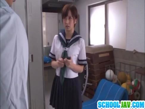 ショートカットの制服美少女を校内で強制レイプ